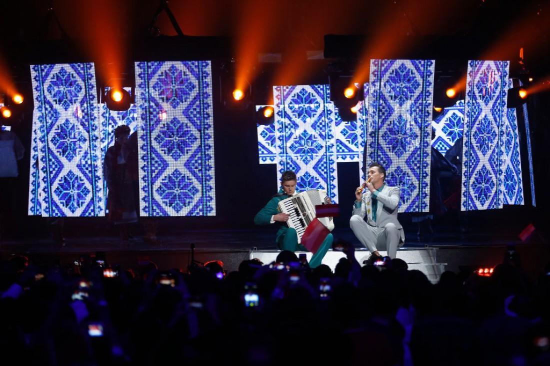 Евровидение 2017 второй полуфинал: ведущие спели хиты конкурса