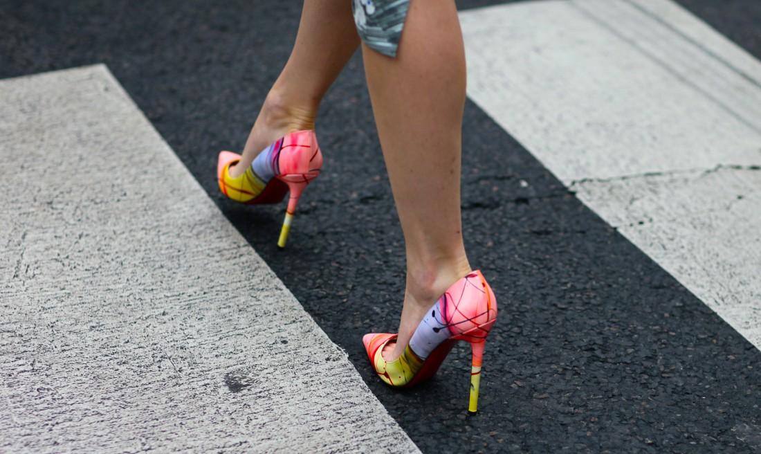 Каждая женщина должна иметь маленькое черное платье… и несколько модных туфель на высоком каблуке