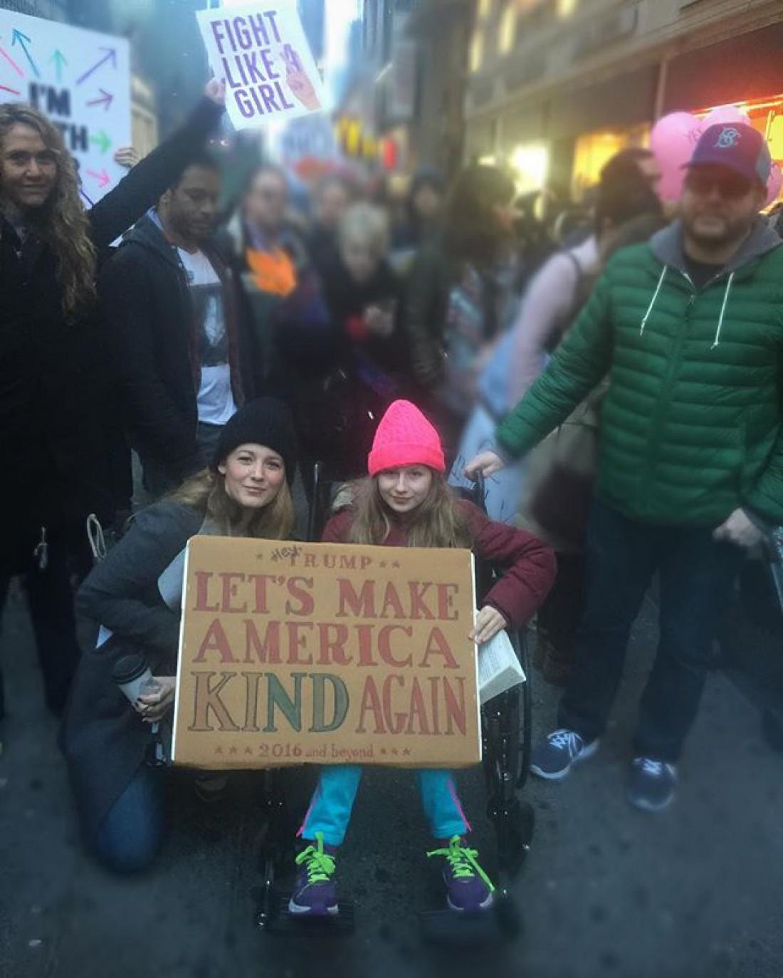 Блейк Лайвли на Женском марше против Трампа