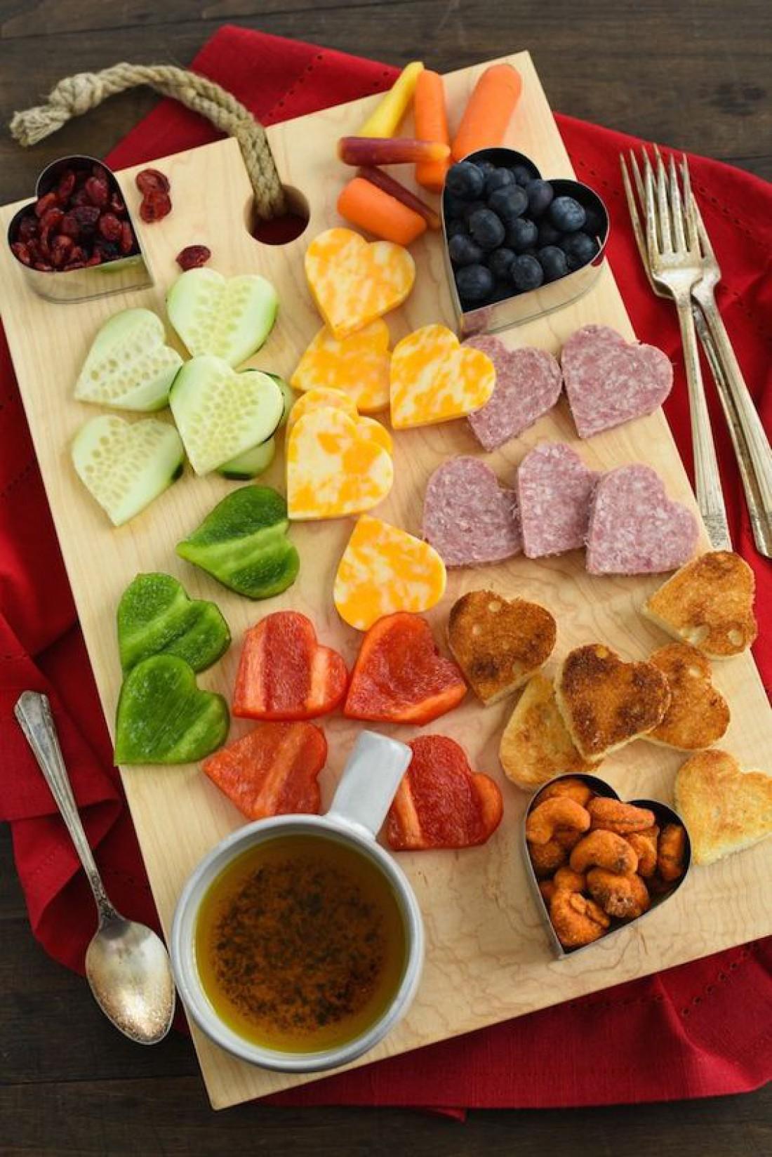 Завтрак в постель на День святого Валентина - Фуршет из закусок