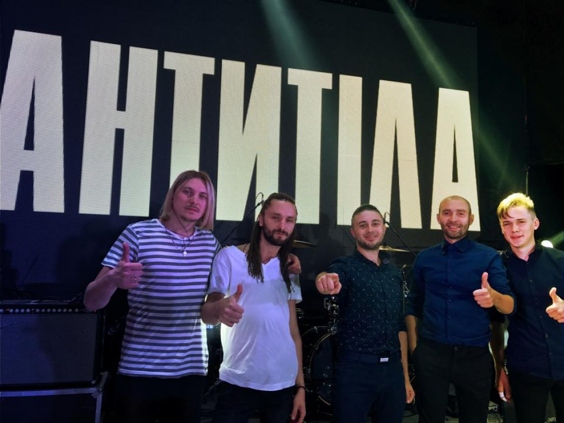 Группа Антитела ( Михаила Чирко крайних слева)