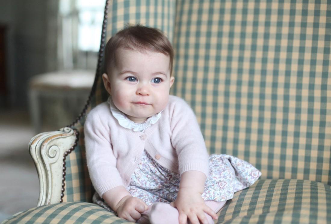Официальная фотография принцессы Шарлотты