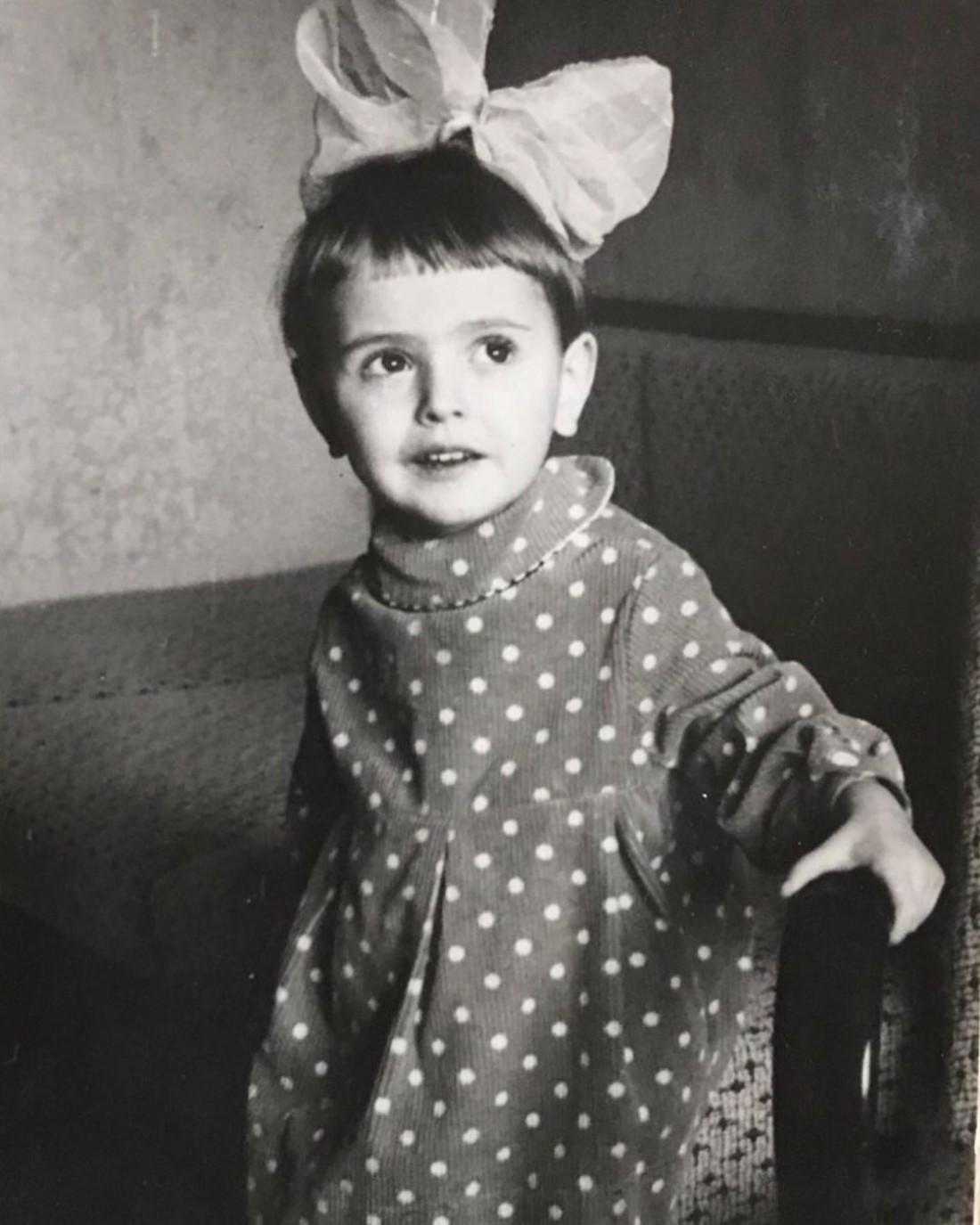 Ольга Сумская показала, в каких нарядах в детстве встречала Новый год