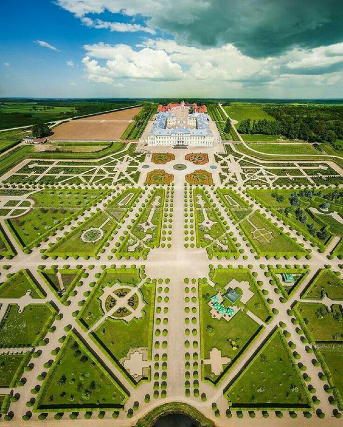 Рундальский дворец - символ Латвии