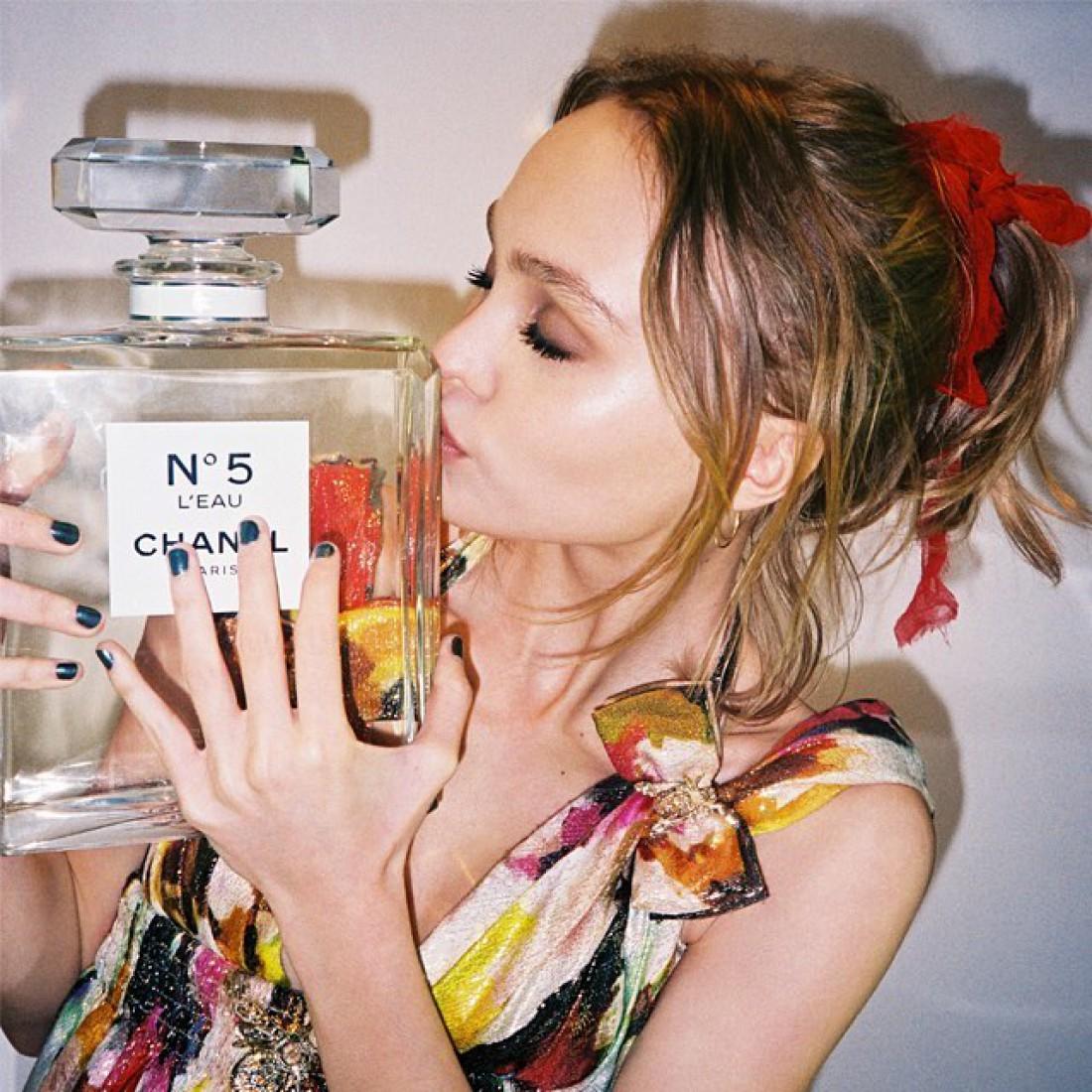 Бренд Chanel выбрал Лили-Роуз Депп лицом нового аромата
