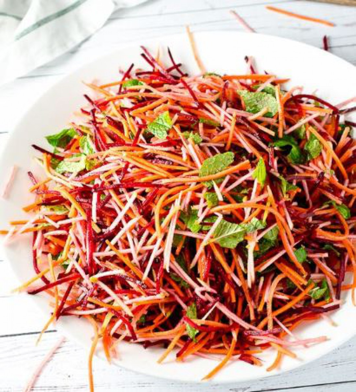 Диетический салат из свеклы и морковки