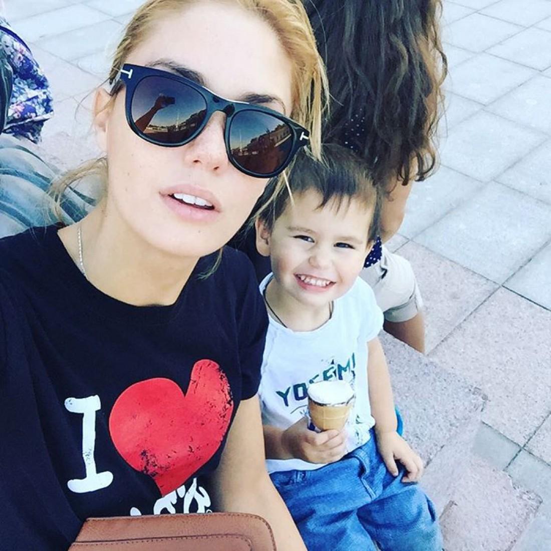 Агата с сыном