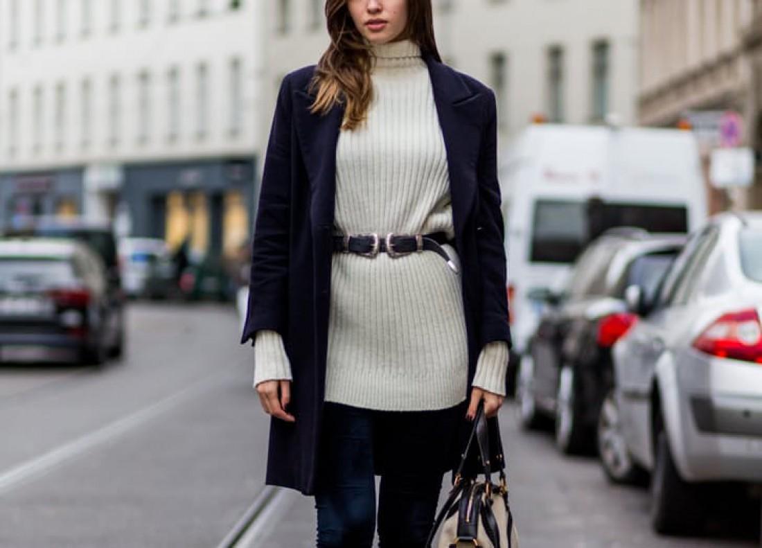 Объемный свитер с поясом
