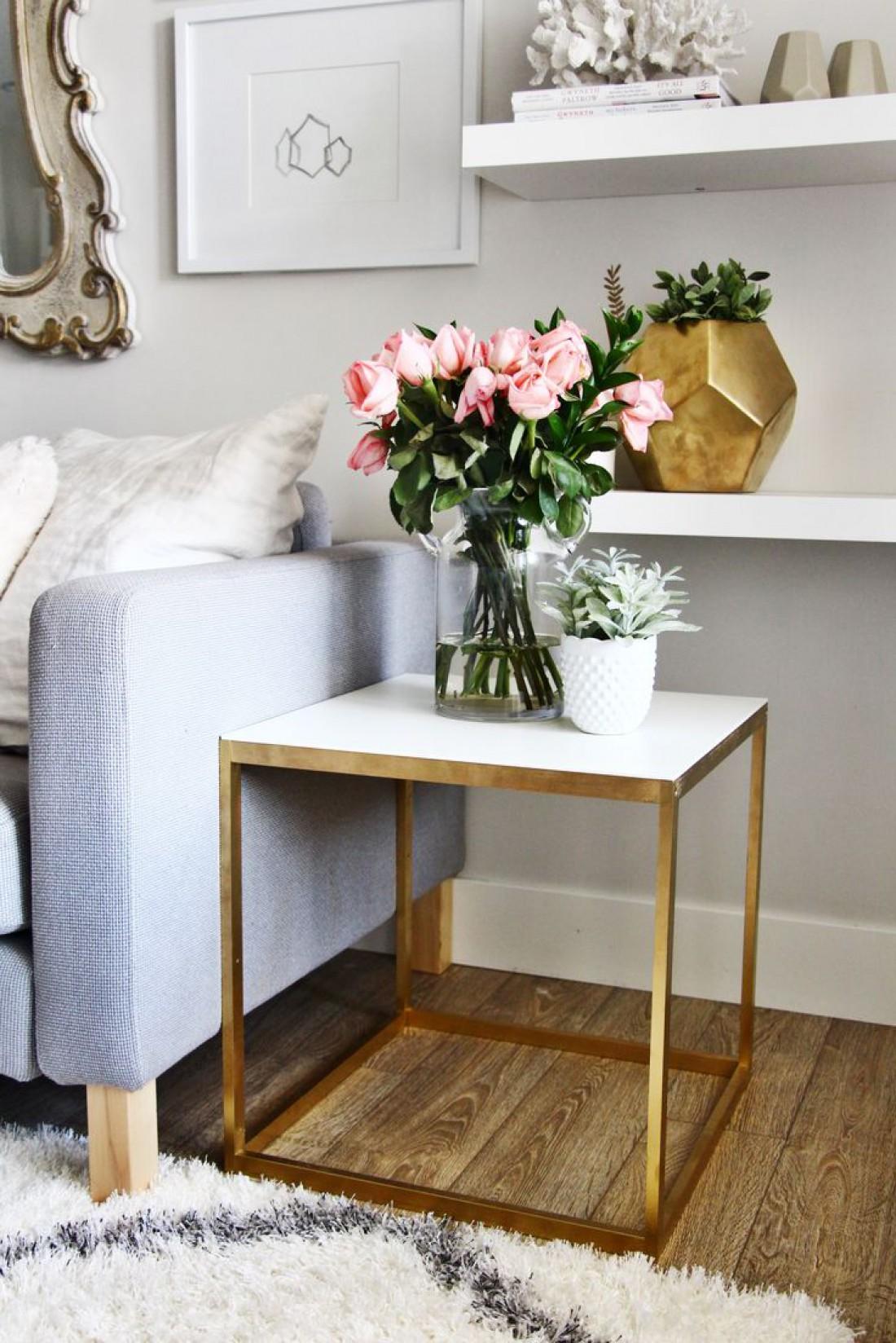 Живые цветы освежат помещение