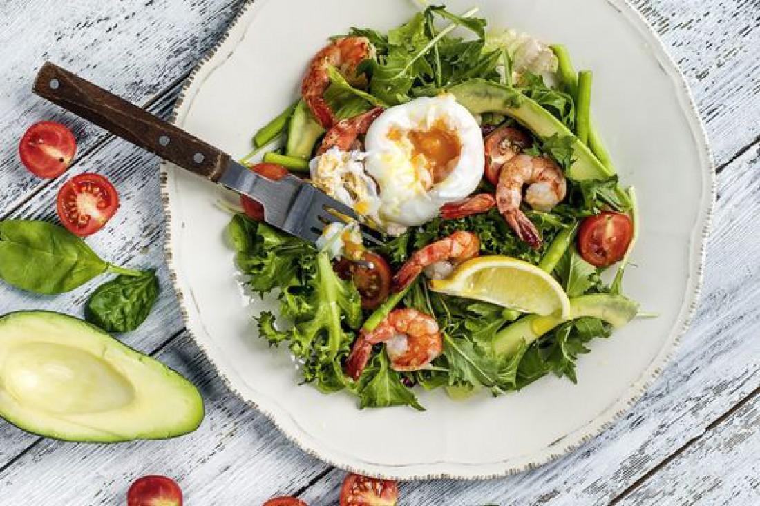 Вкусный салат для романтического ужина - Легкий салат с яйцом-пашот