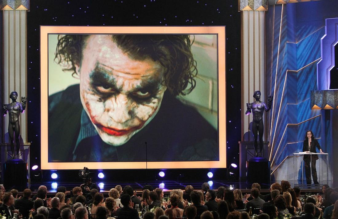 За роль Джокера в фильме Темный рыцарь Леджер посмертно получил премию Оскар