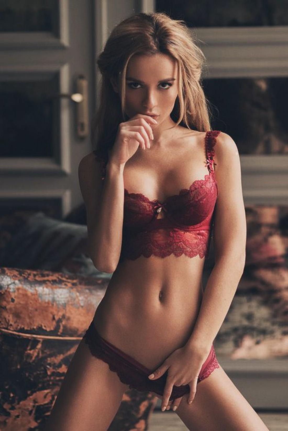 МАСТУРБАЦИЯ - женщины страстно мастурбируют