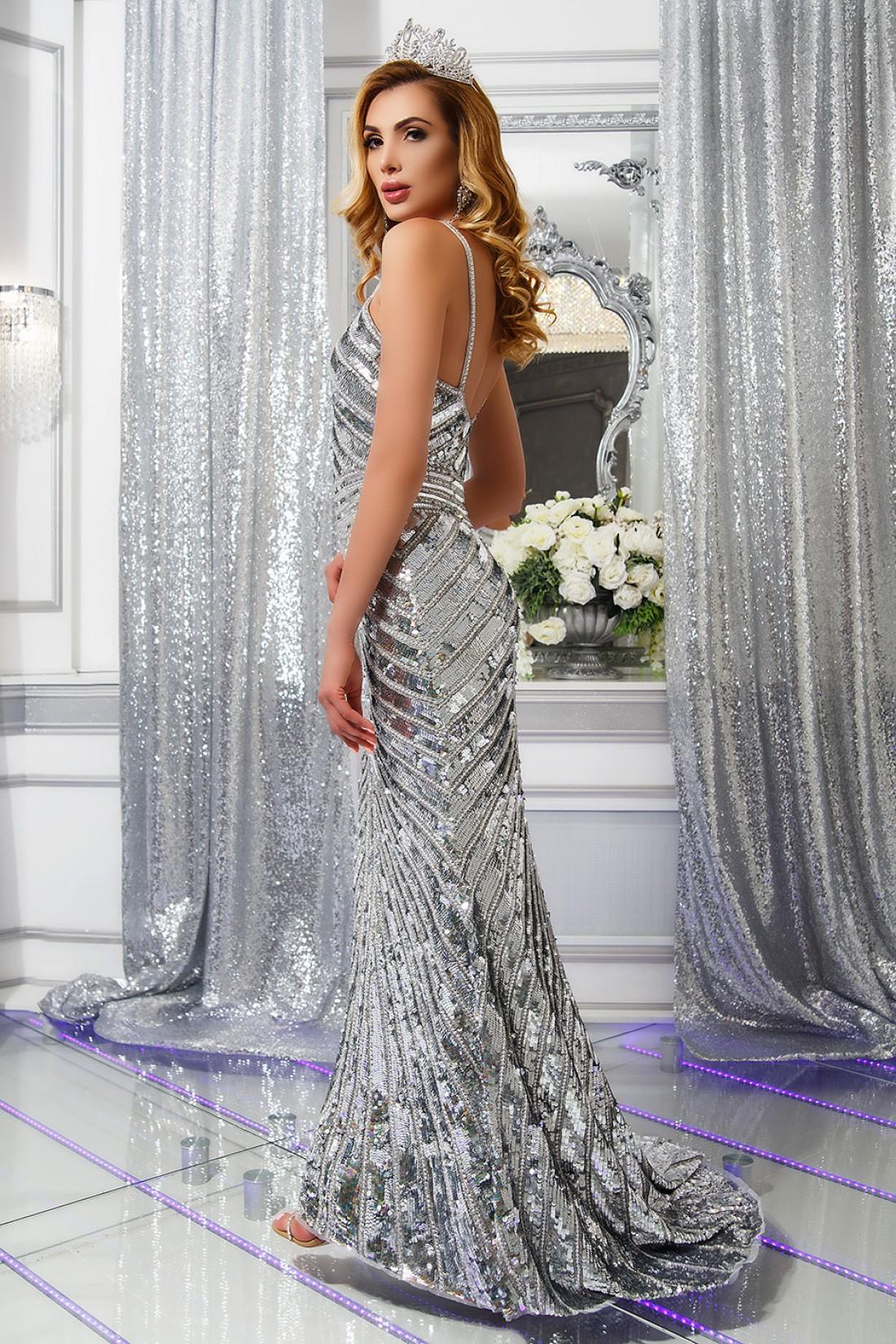 Анна Гомонова привезла в Украину сразу две короны конкурса Mrs Earth-2017