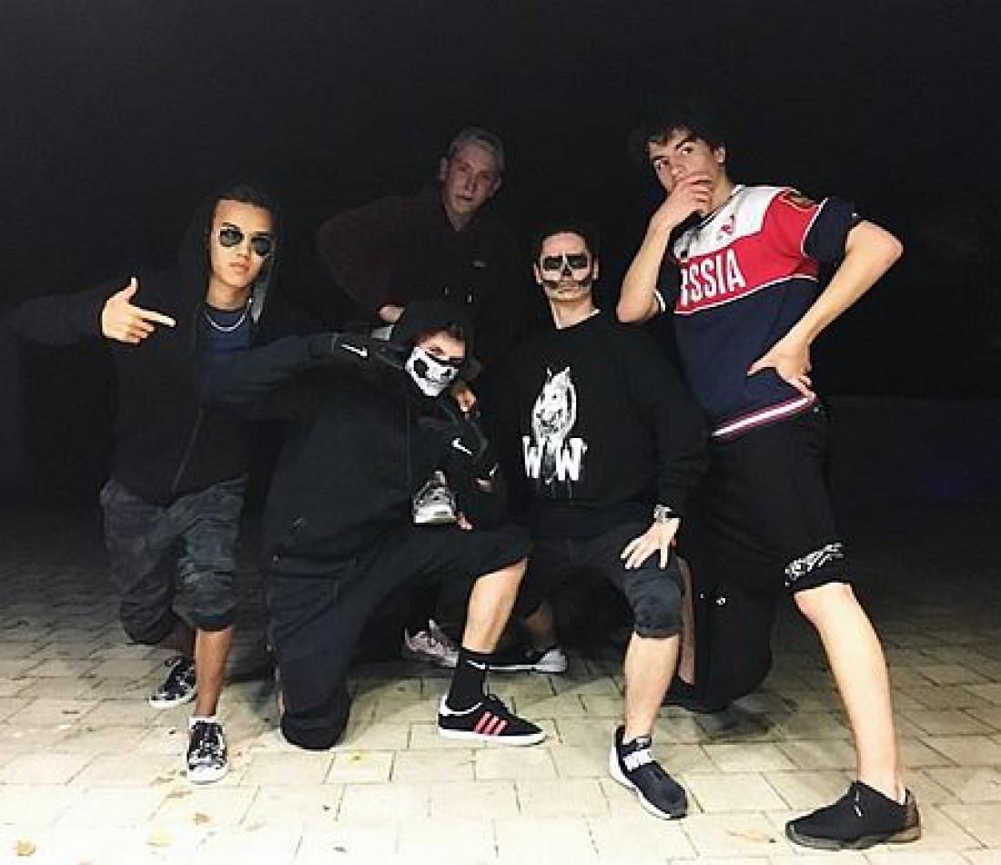 Сын Петра Порошенко с друзьями