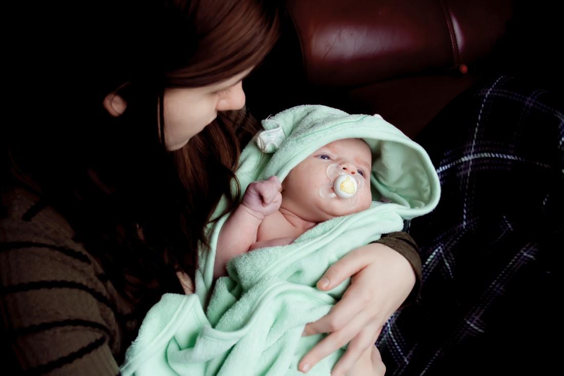 Запор у новорожденного: симптомы, причины, лечение