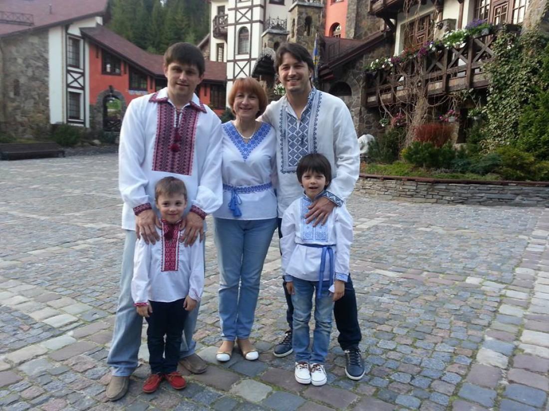 Сергей Притула с мамой, братом Василием, сыном Дмитрием (справа) и племянником