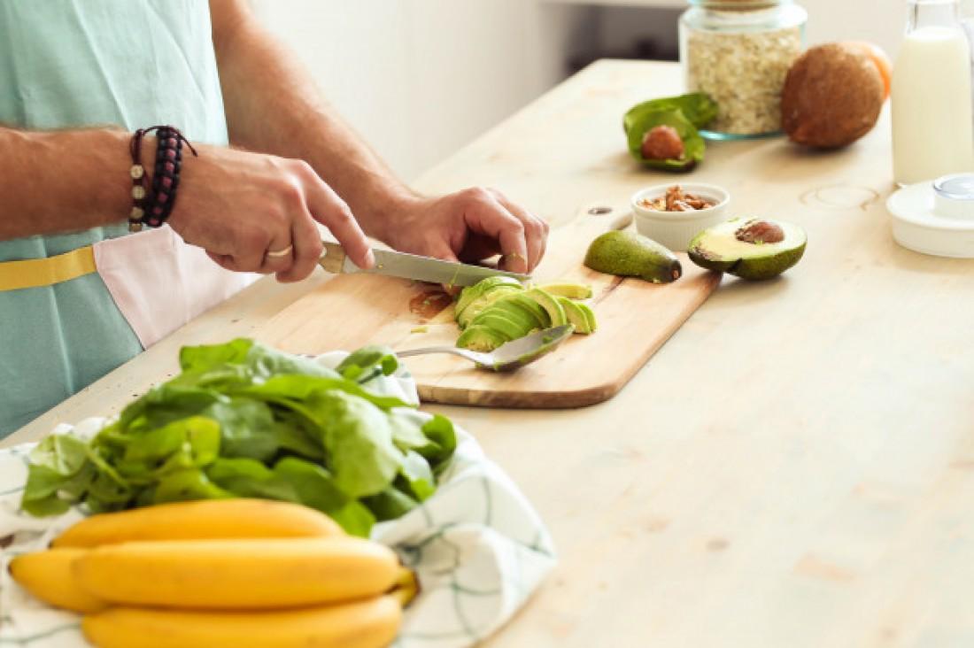 Салат с авокадо и малосольной сельдью
