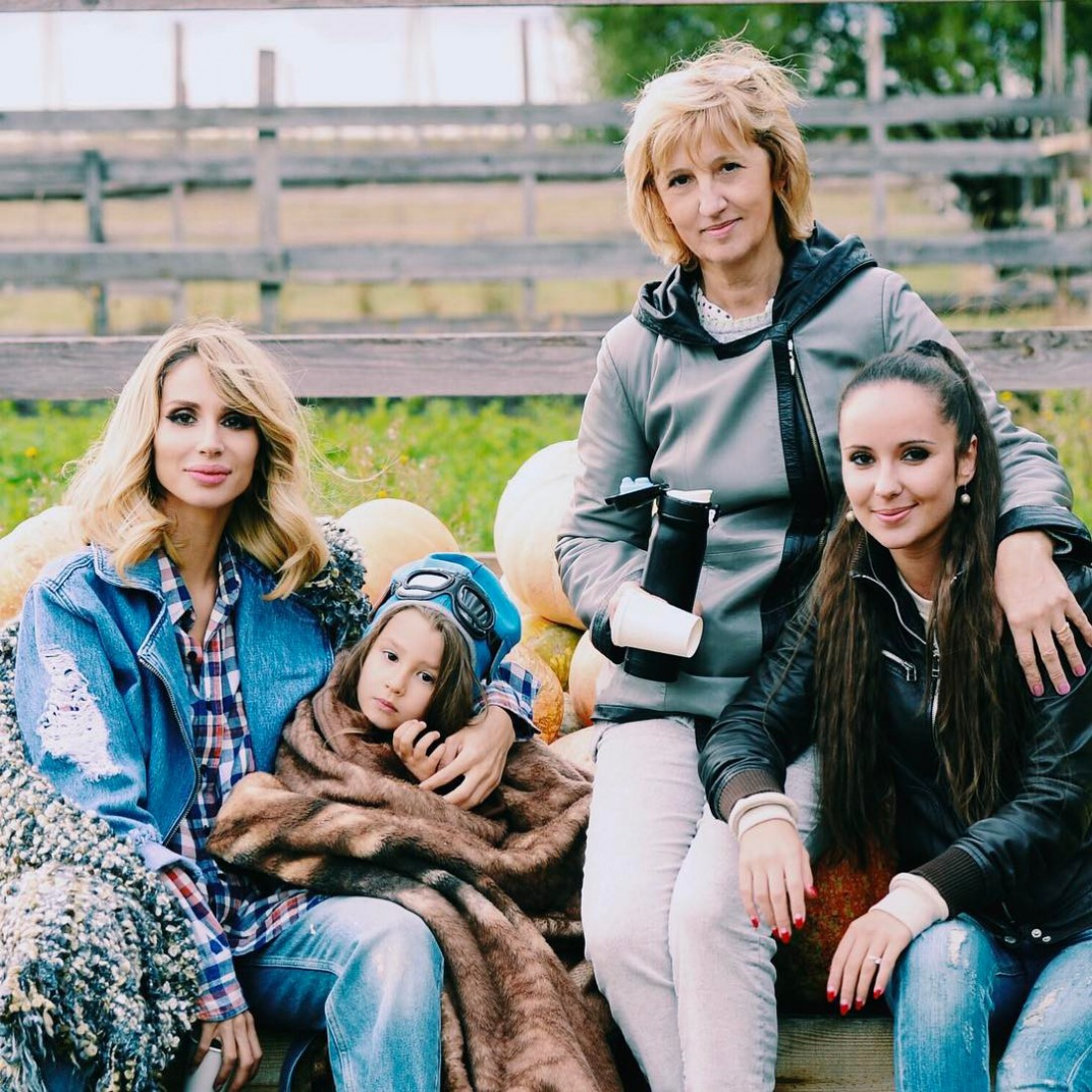 Светлана Лобода с мамой, дочерью и сестрой