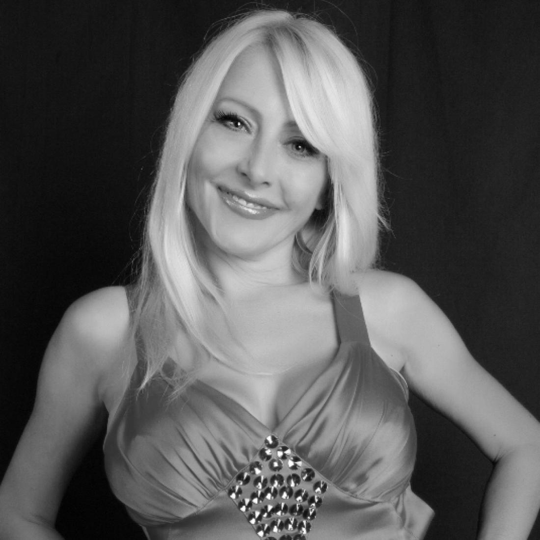 Оксана Хожай, певица