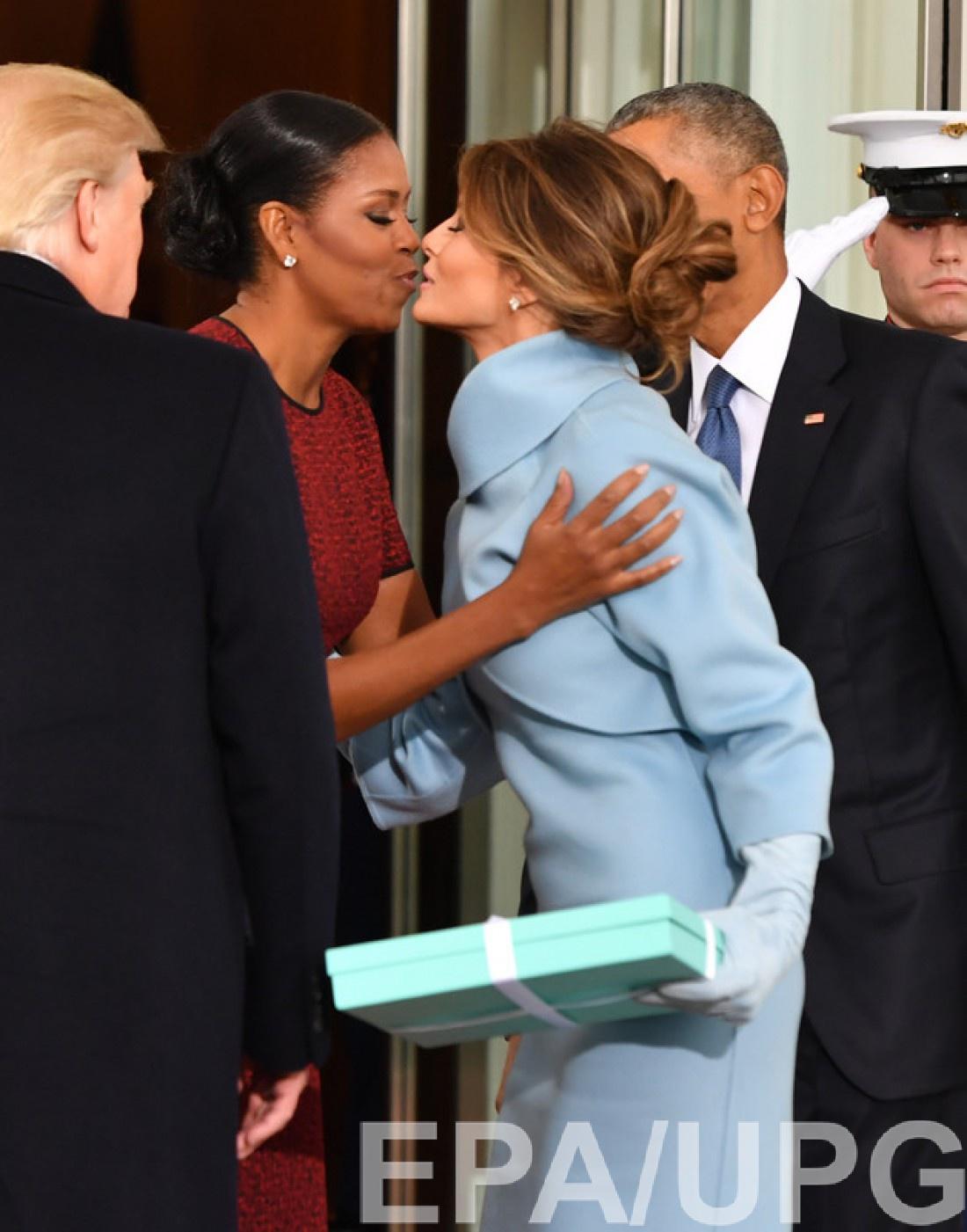 Мелания Трамп презентовала Мишель подарок от Tiffany & Co