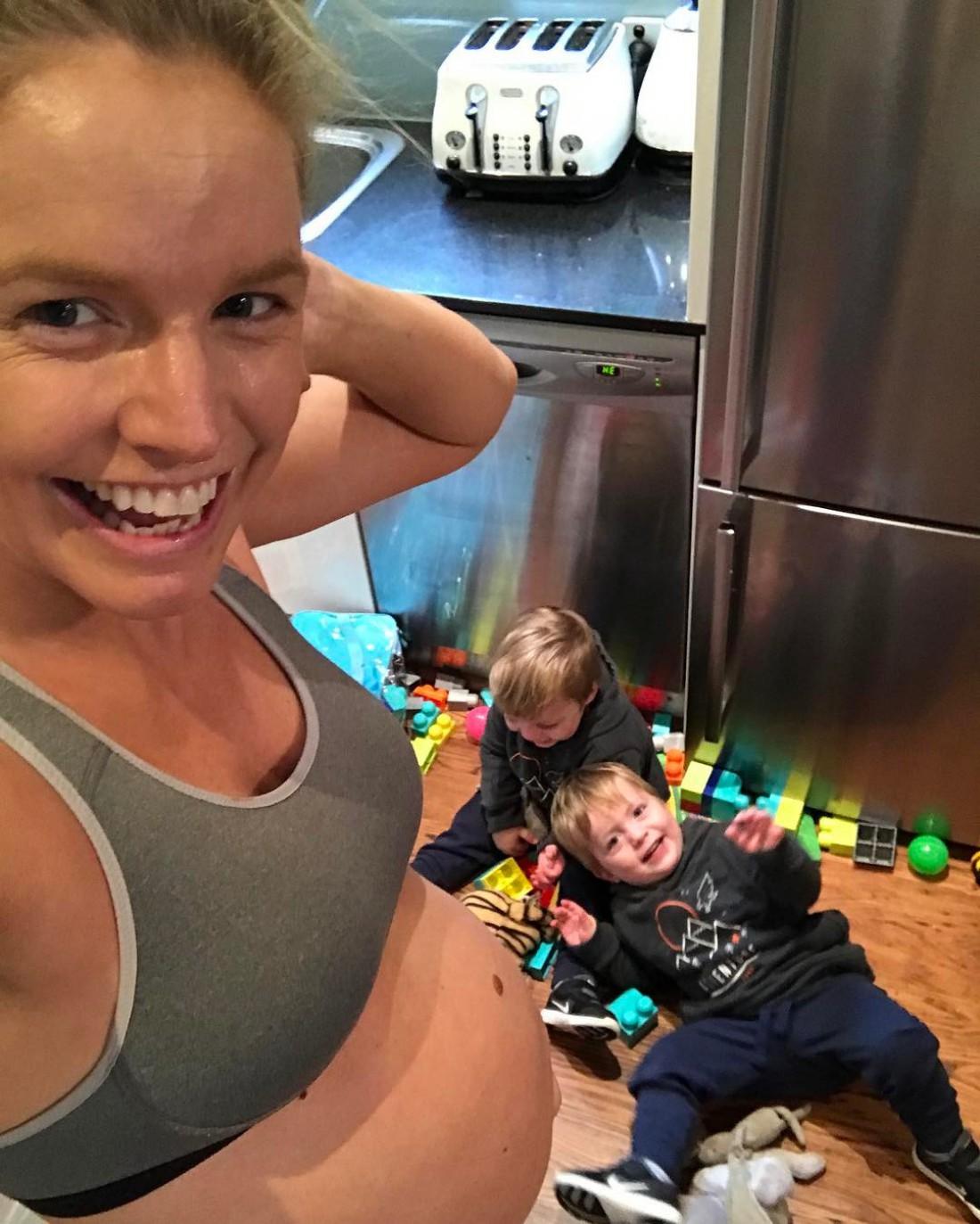 Анна Строд с близнецами