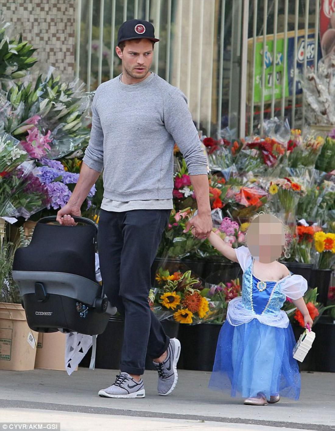 Джейми Дорнан с дочерью
