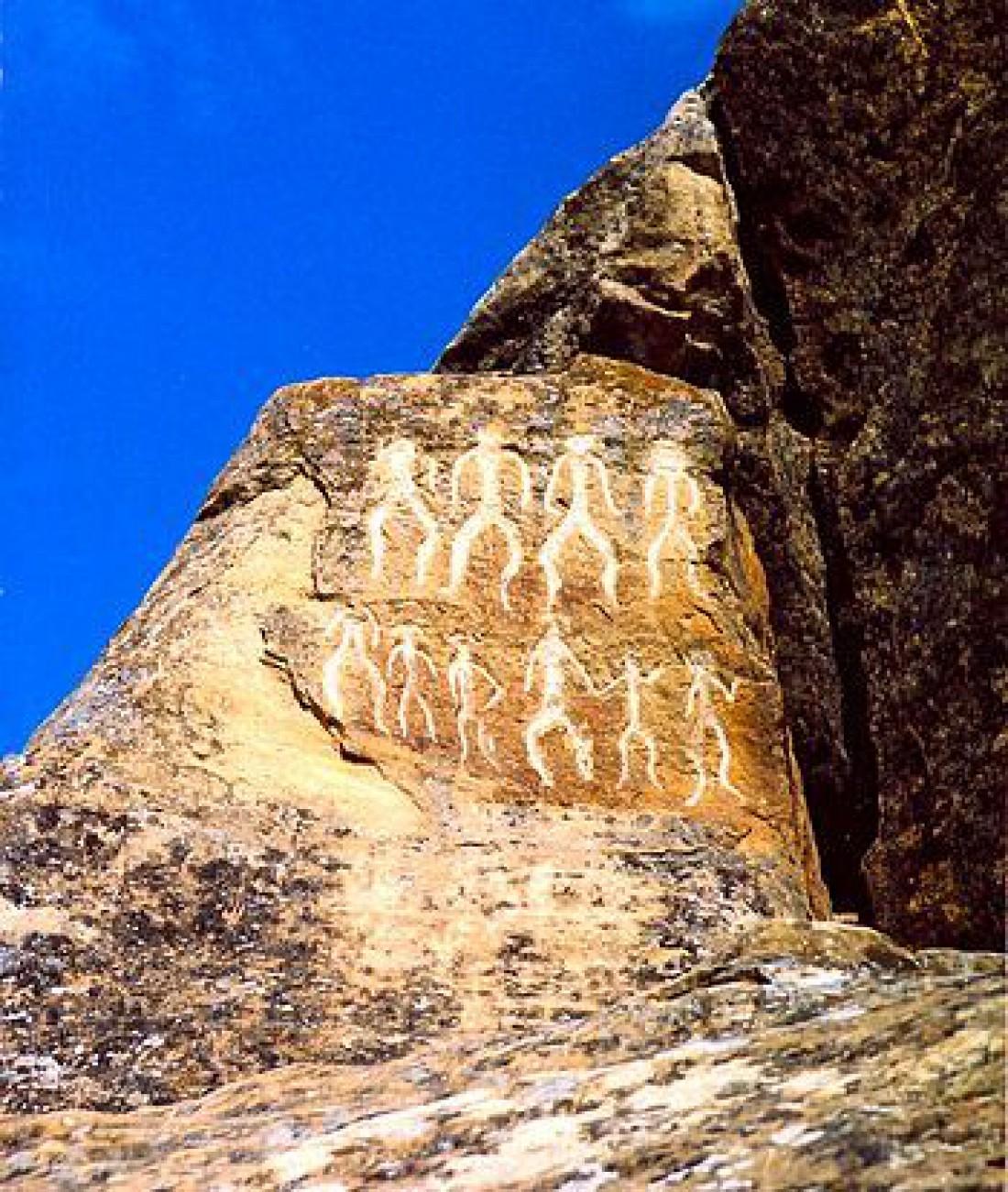 Образец наскальной живописи из заповедника Гобустан