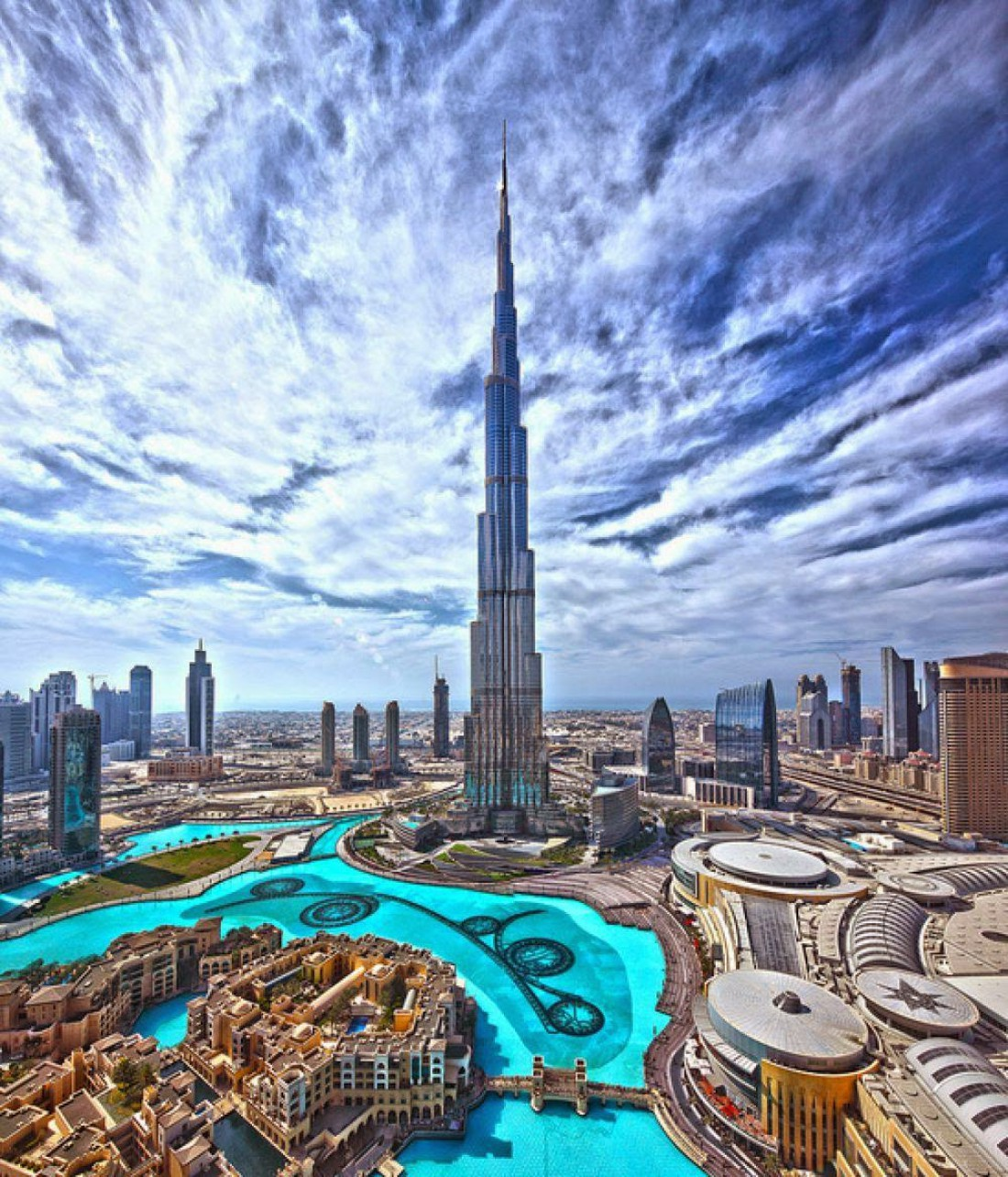 Дубай расположен на берегу Персидского залива в северозападной части ОАЭ