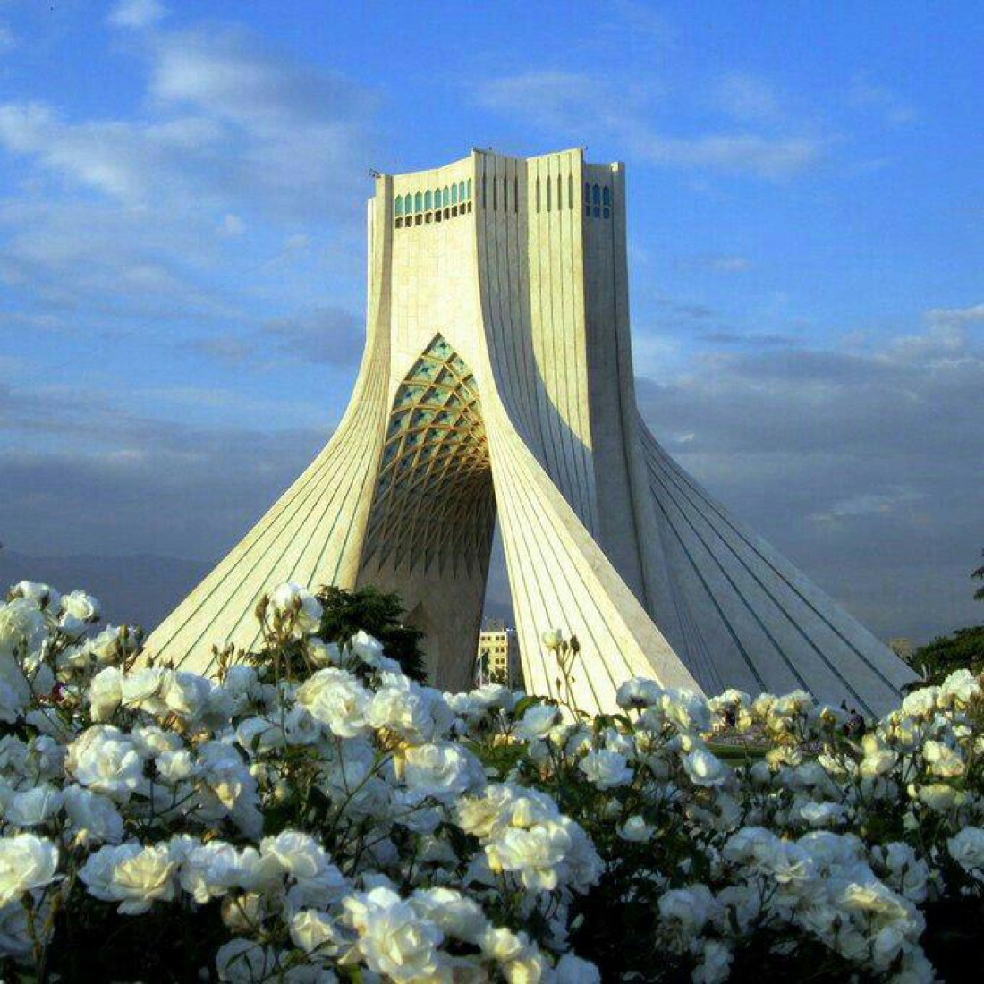 Башня Азади или Ворота в Тегеран