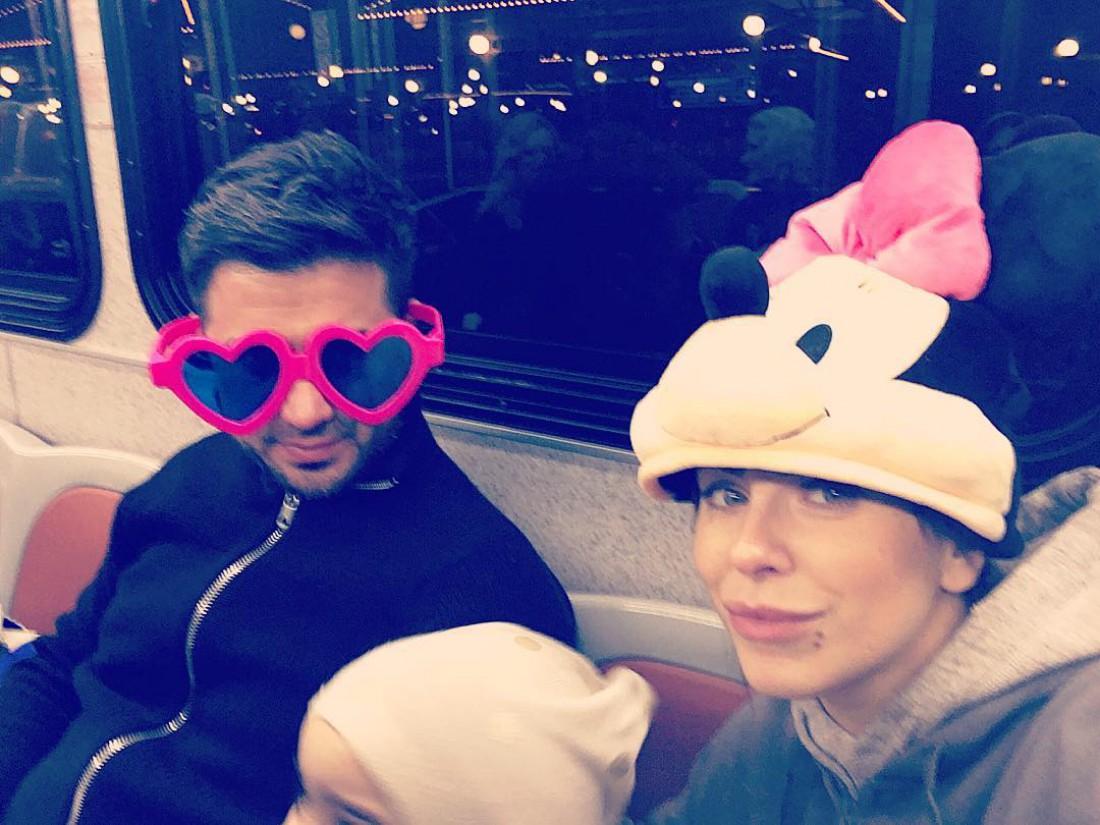 Ани Лорак с мужем Муратом в американском метро
