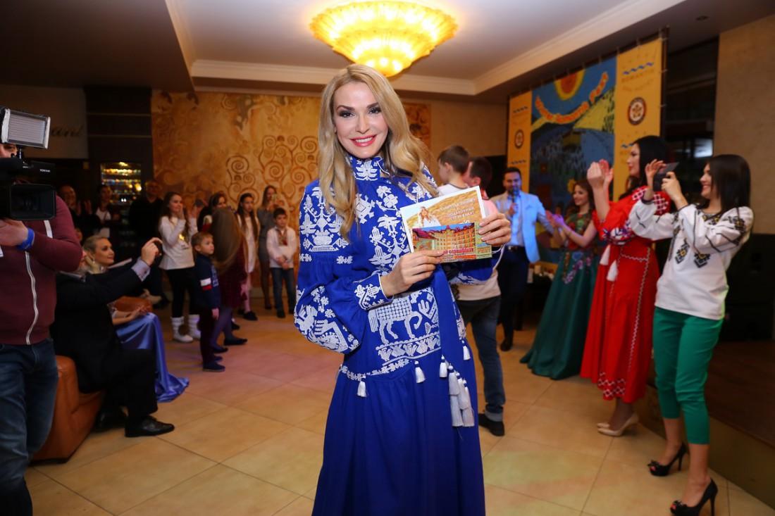 Ольга Сумская победила в конкурсе на лучшее платье в украинском стиле