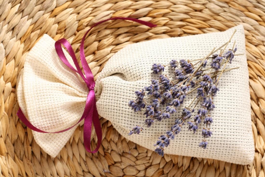 Храни мешочки с лавандой в шкафу, чтобы вещи приятно пахли