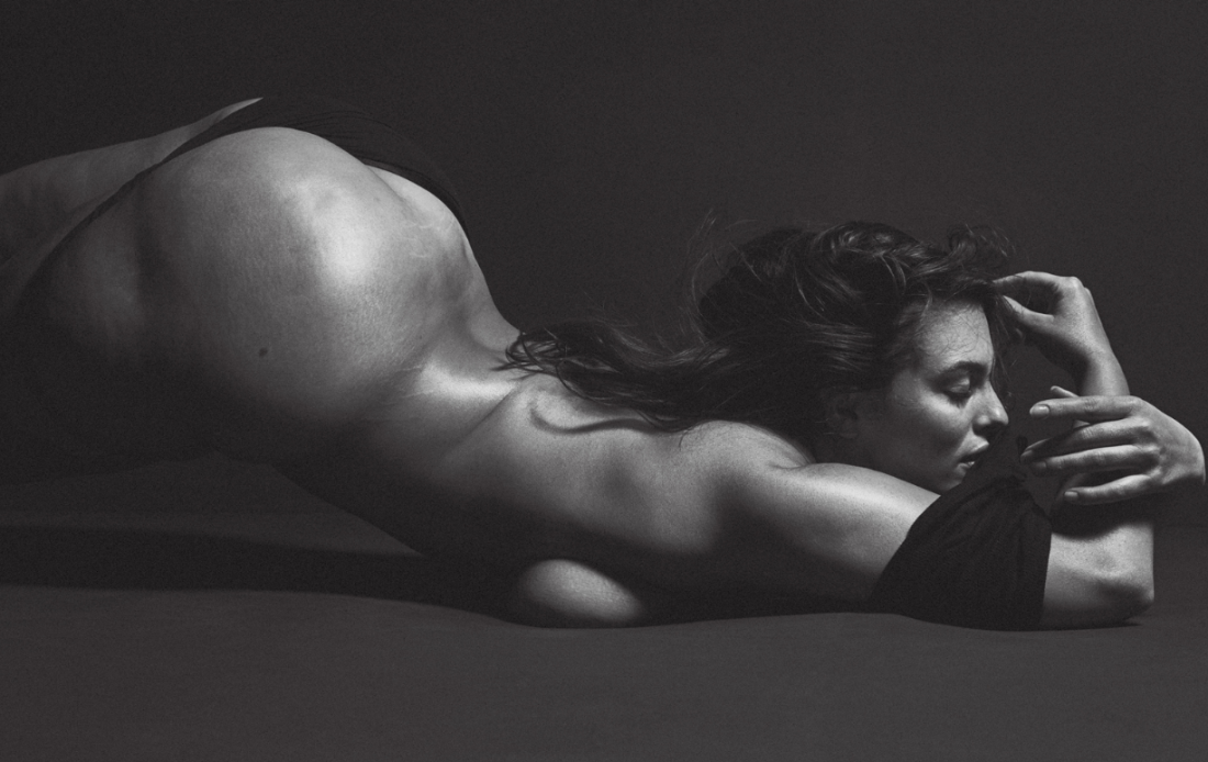 Эшли Грэм в новой фотосессии V Magazine