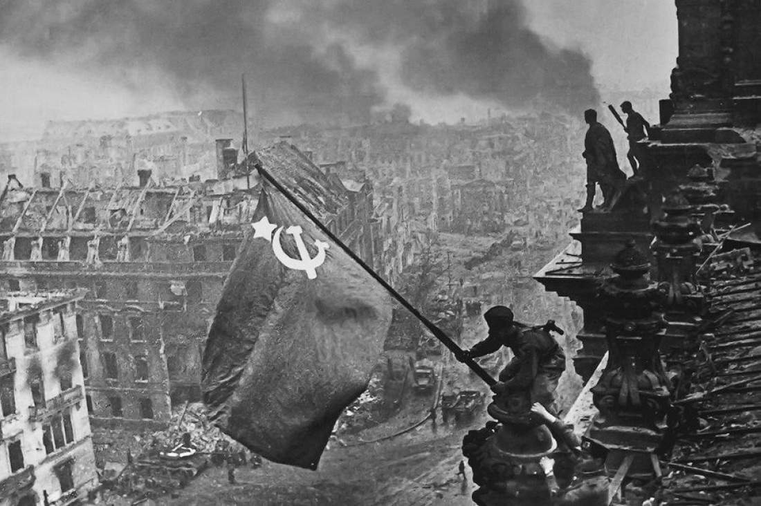 День перемоги: встановлення радянського прапору