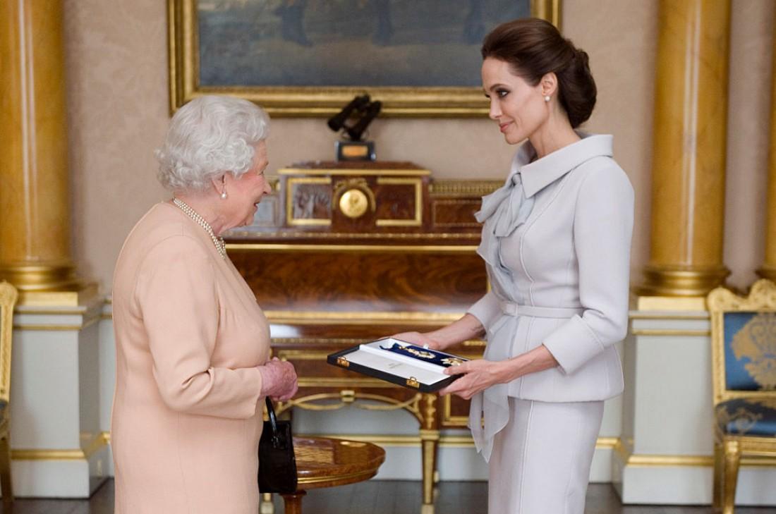 Анджелина Джоли и королева Англии – Елизавета ІІ
