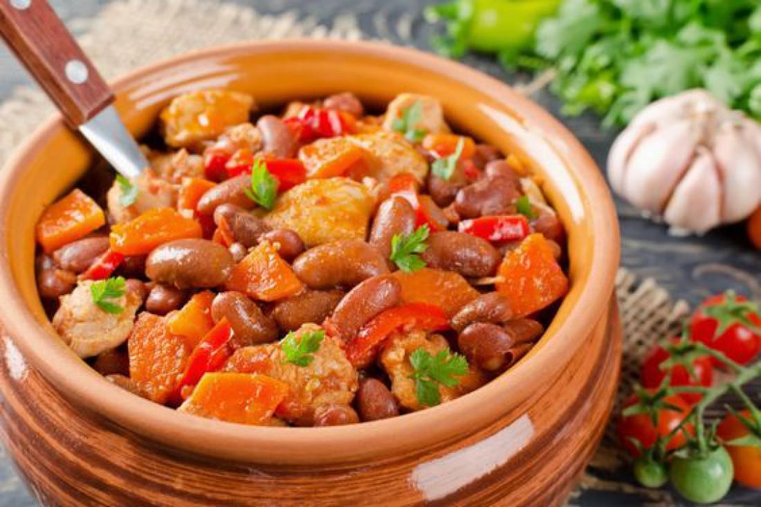 Что приготовить на обед: Жаркое из свинины и фасоли