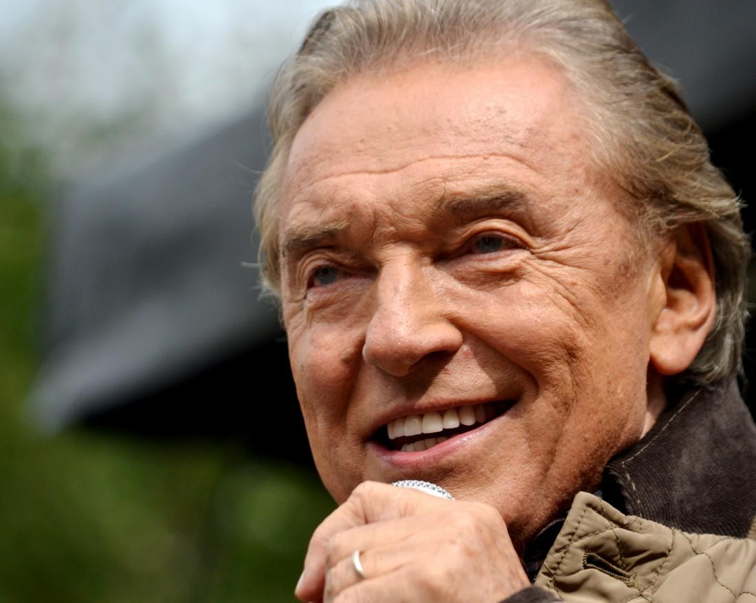 Знаменитый чешский певец победил рак в 76 лет
