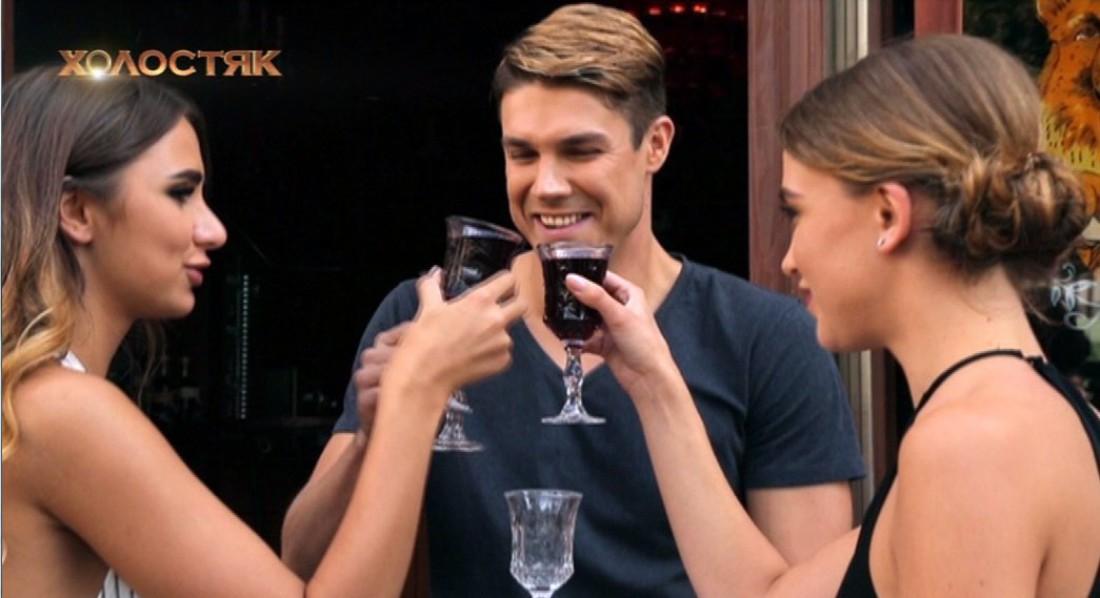 Холостяк 7 сезон 3 выпуск: Юля и Лера на свидании с Дмитрием