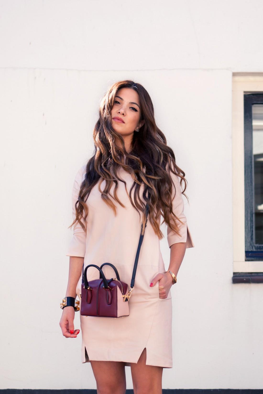 Лаконичное платье – прекрасный вариант для празднования 8 Марта