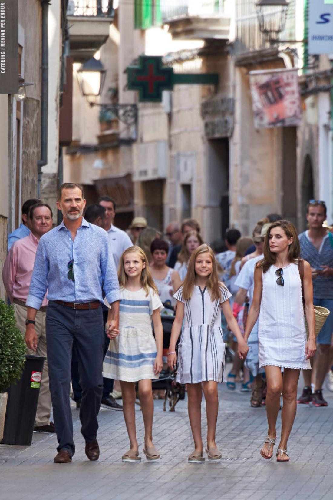 Наряды королевской семьи для прогулки