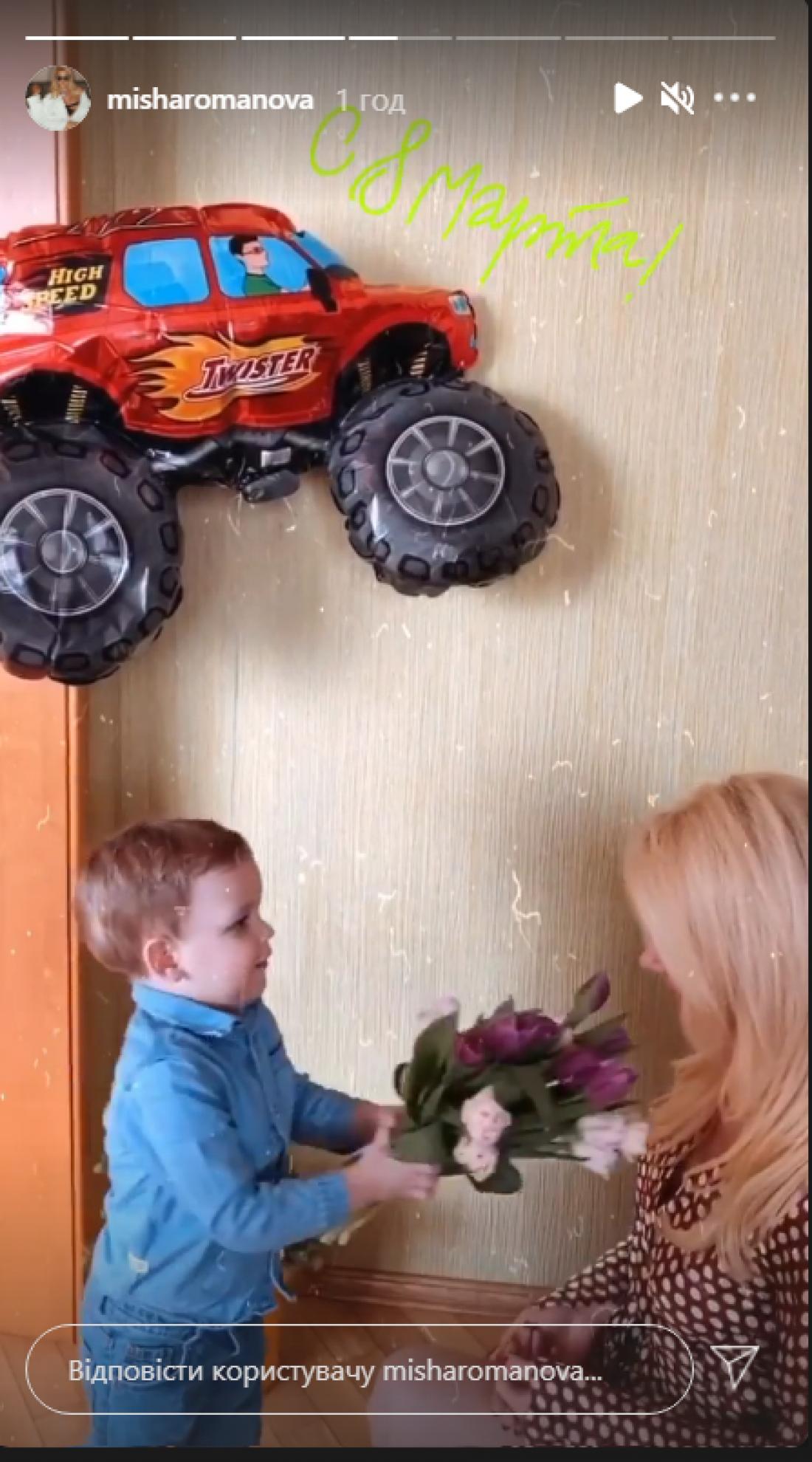 Звездные мамы показали, какие подарки получили от детей на 8 марта