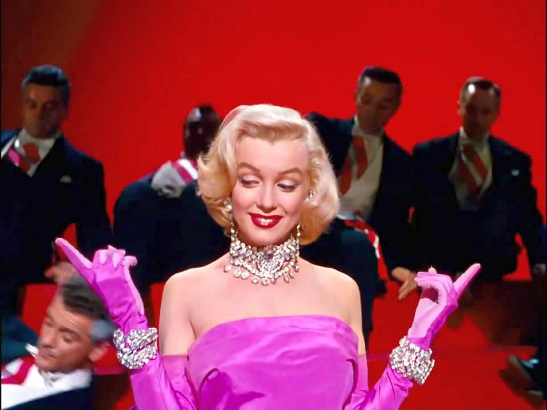 Кадр из фильма Джентльмены предпочитают блондинок с Мэрилин Монро