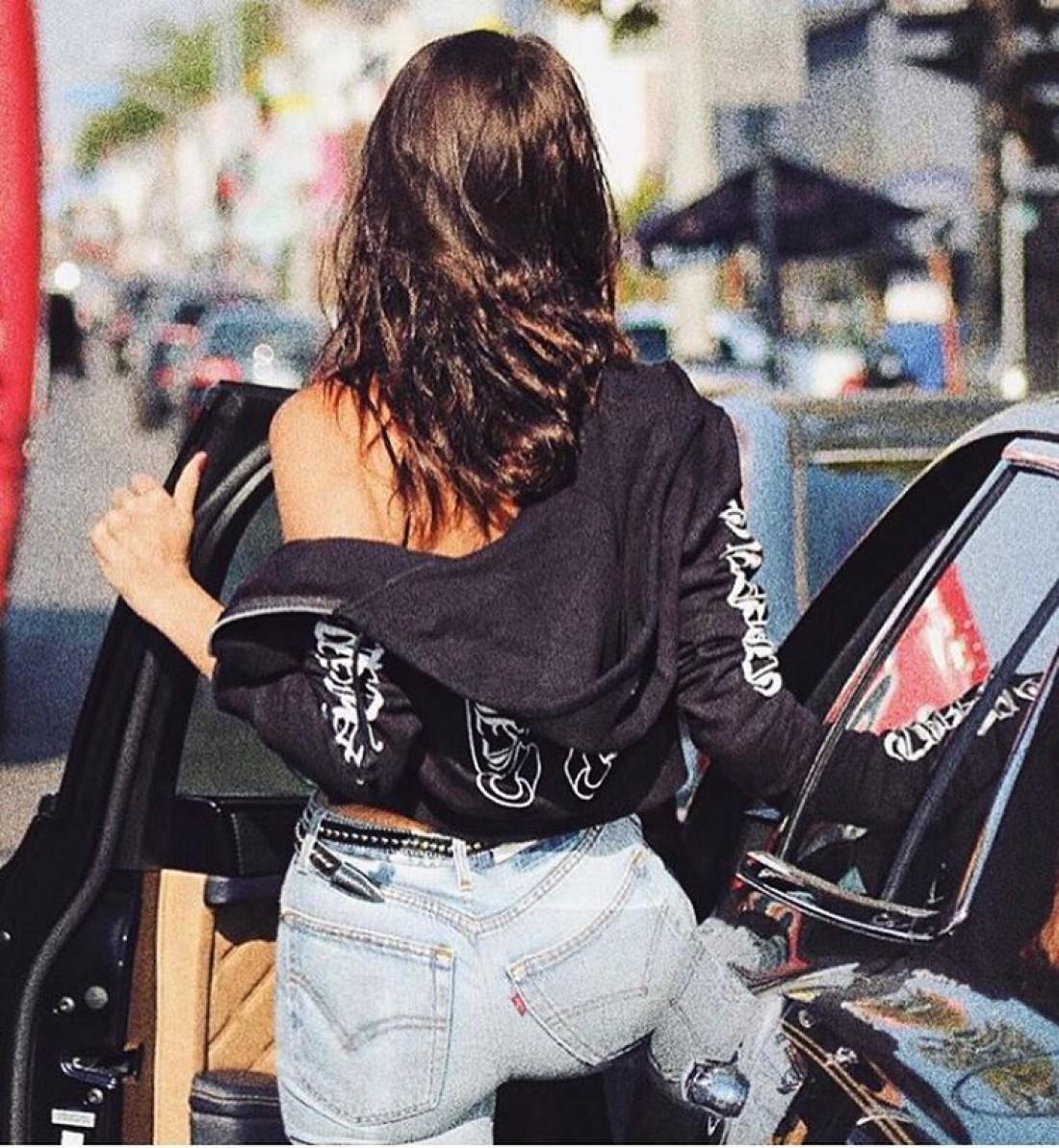 Белла Хадид в куртке от Chrome Hearts