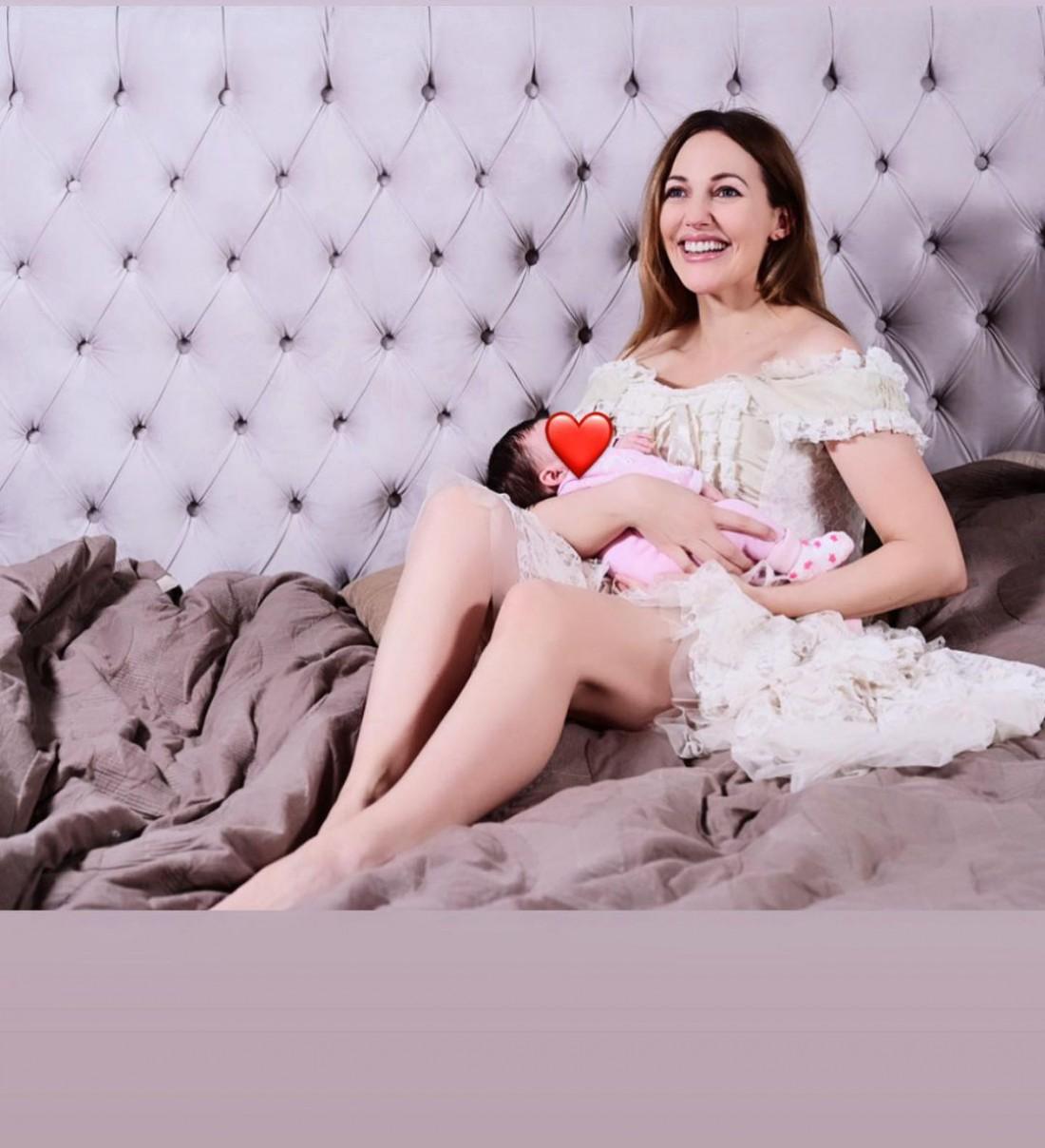 Мерьем Узерли впервые показала фото с обеими дочерьми