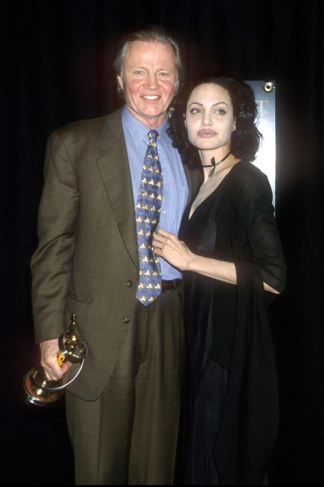 Джон Войт и Анджелина Джоли в 2000 году