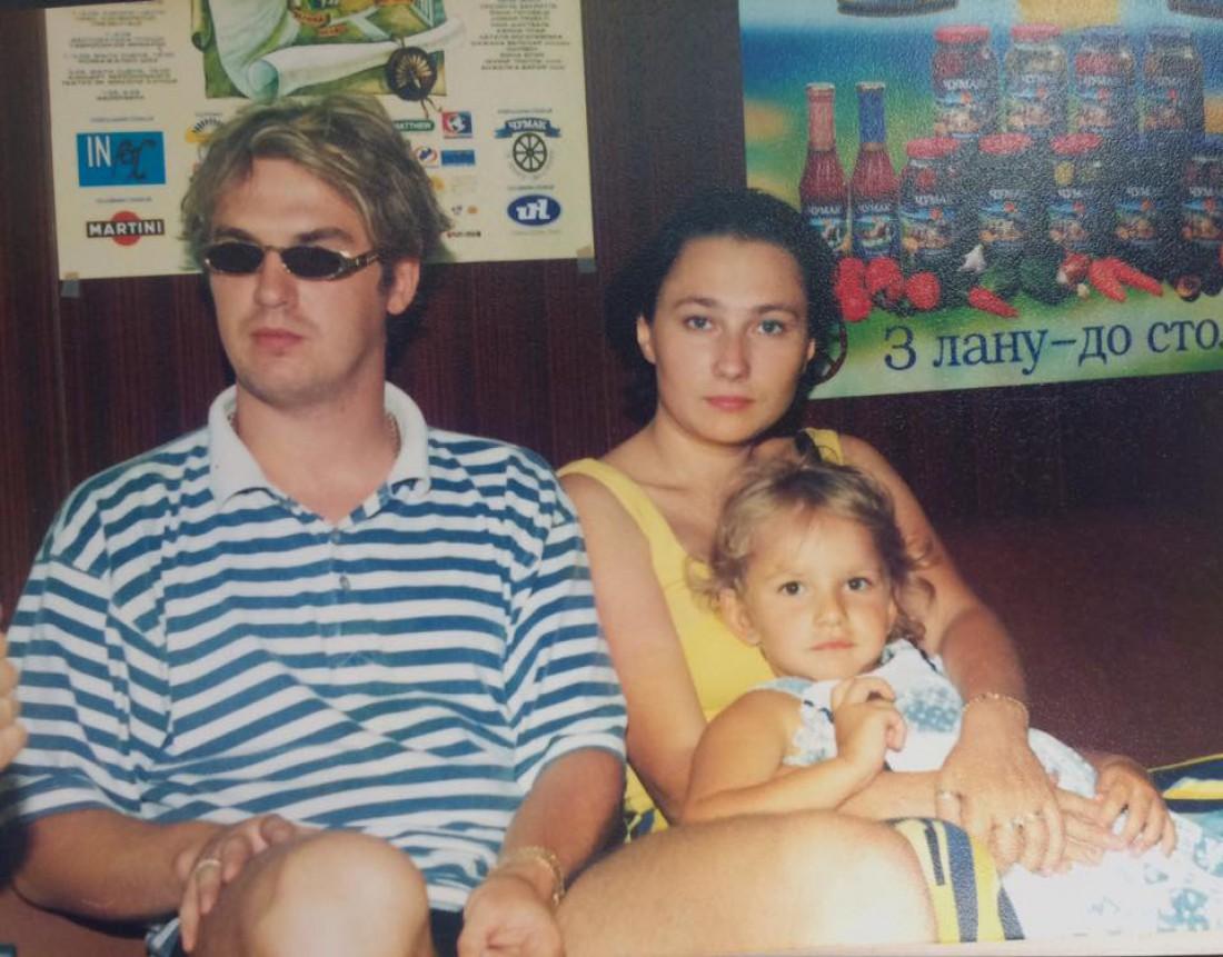 Александр Пономарев с Аленой Мозговой и их дочкой Евгенией