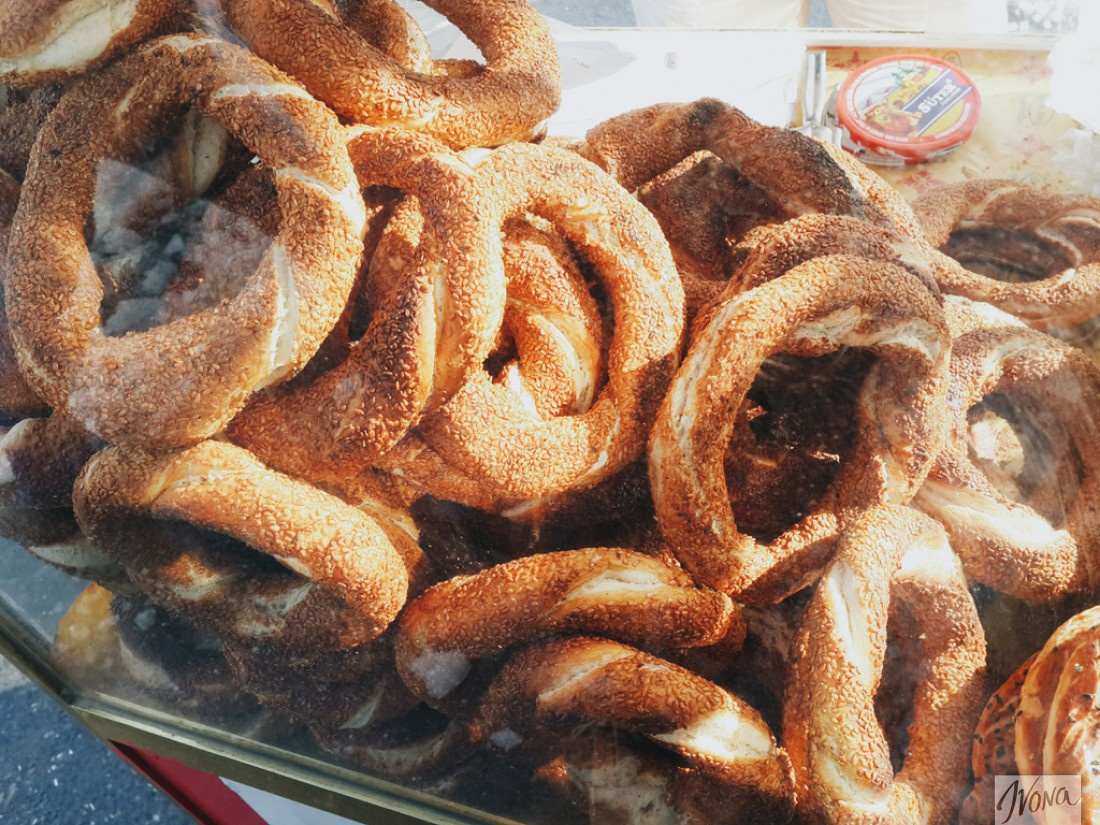 Симиты – любимые булочки местных жителей и туристов