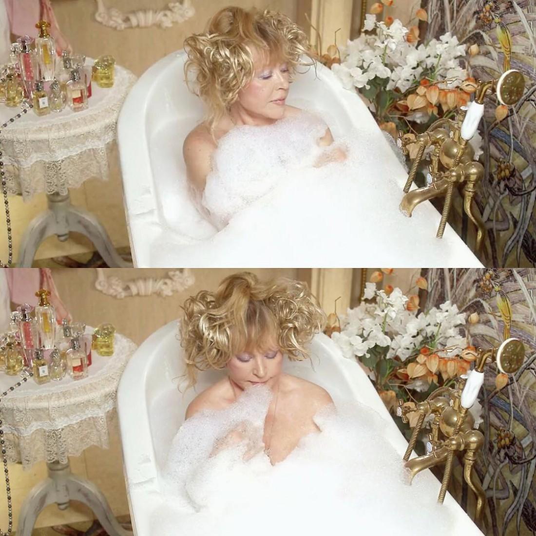 Алла Пугачева в ванне