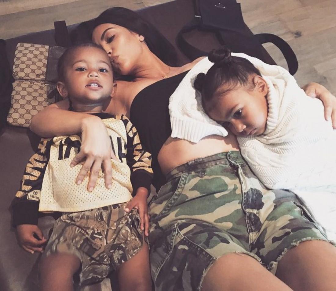 Ким Кардашян с дочкой и сыном