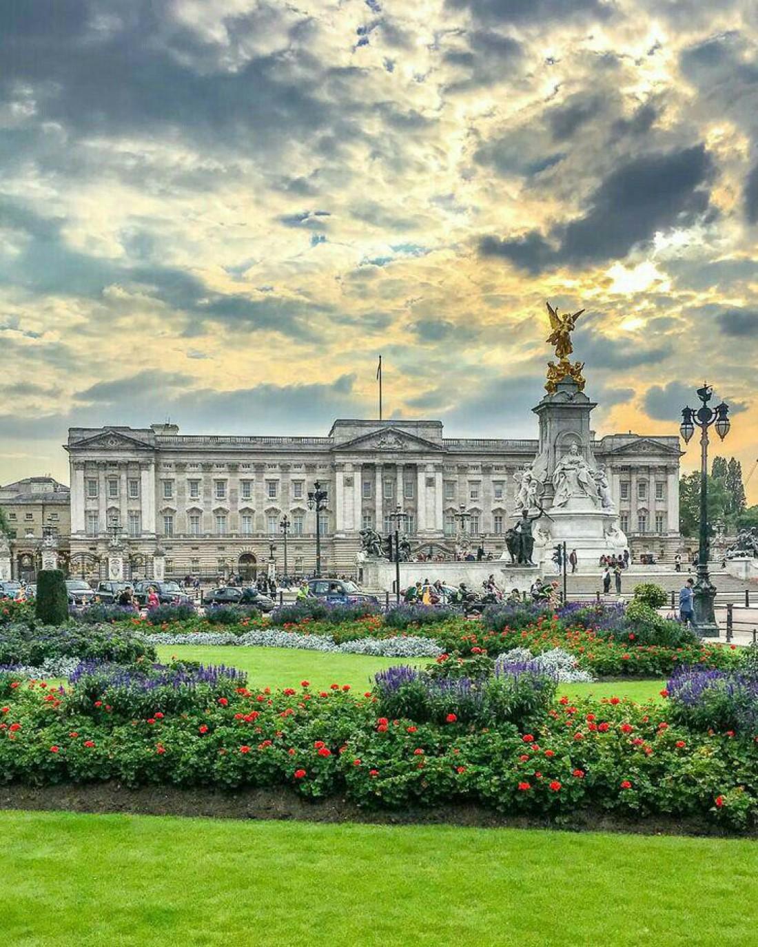 Букингемский дворец - официальная резиденция королевской семьи